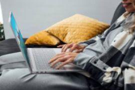 Lenovo Yoga Slim 7 Carbon: Laptop 14 inch màn hình OLED nhẹ nhất thế giới